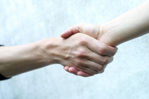 b2b buyer's journey - handshake