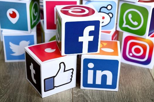 B2B social media advertising tips - social media blocks