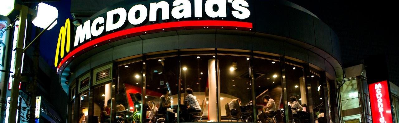 Mcdonalds_in_Machida_at_night.jpg