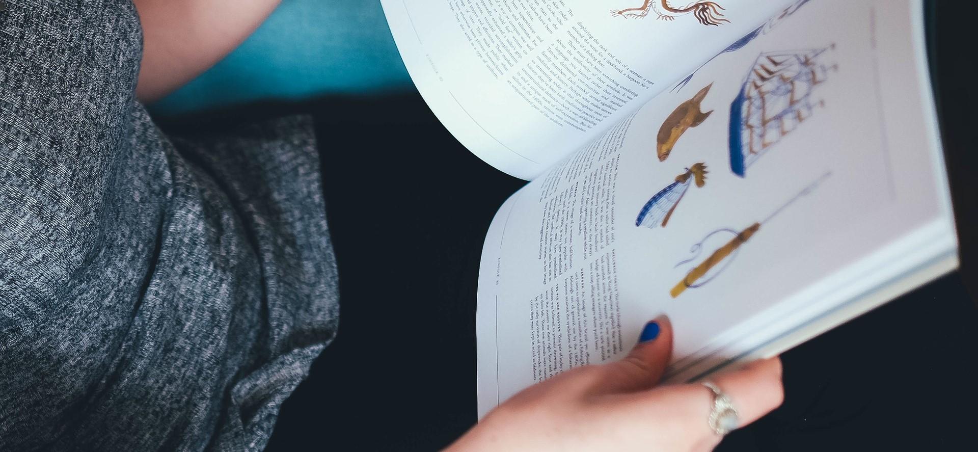 reading-1209174_1920.jpg